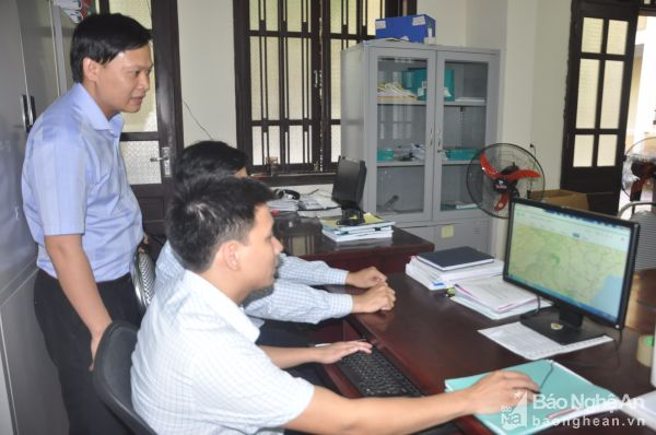 Cán bộ Ban quản lý vốn sự nghiệp Sở GTVT ứng dụng phần mềm Govone để quản lý kết cấu hạ tầng giao thông.