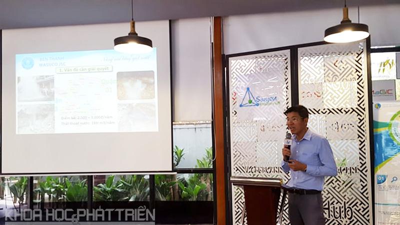Ông Nguyễn Văn Hiếu giới thiệu về ứng dụng GIS trong quản lý sự cố mạng lưới cấp nước tại buổi thuyết trình Cuộc thi